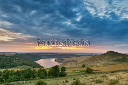 mattutino settembre ucraina fiume acqua domani