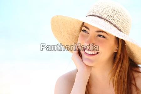 donna di bellezza con i denti