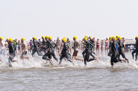 against the wind triathlon in st