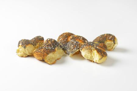 braided poppy seed bread bun