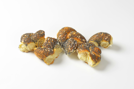 braided poppy seed bread bun