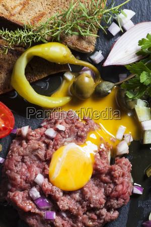 steak tartare with egg