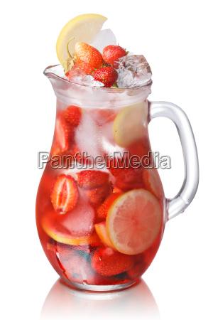 strawberry detox water