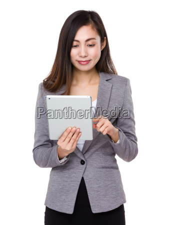 asian, businesswoman, use, of, the, tablet - 14932737