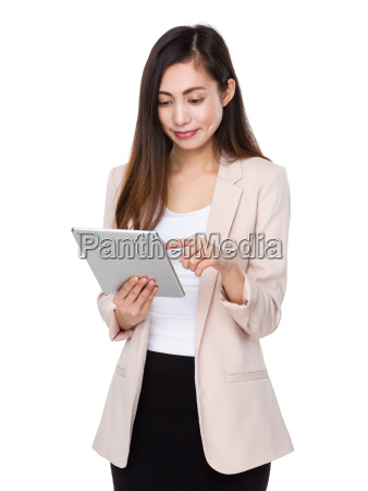 asian, businesswoman, use, of, the, tablet - 14932795