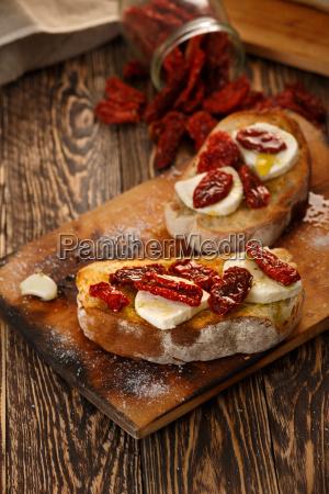 bruschetta, with, mozzarella - 14934857