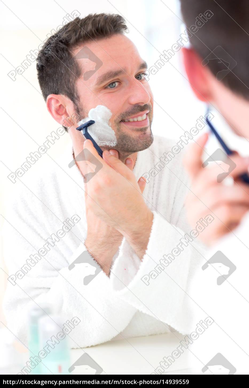 young, attractive, man, shaving, his, beard - 14939559