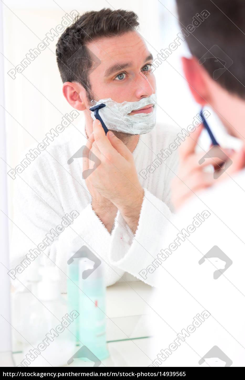 young, attractive, man, shaving, his, beard - 14939565