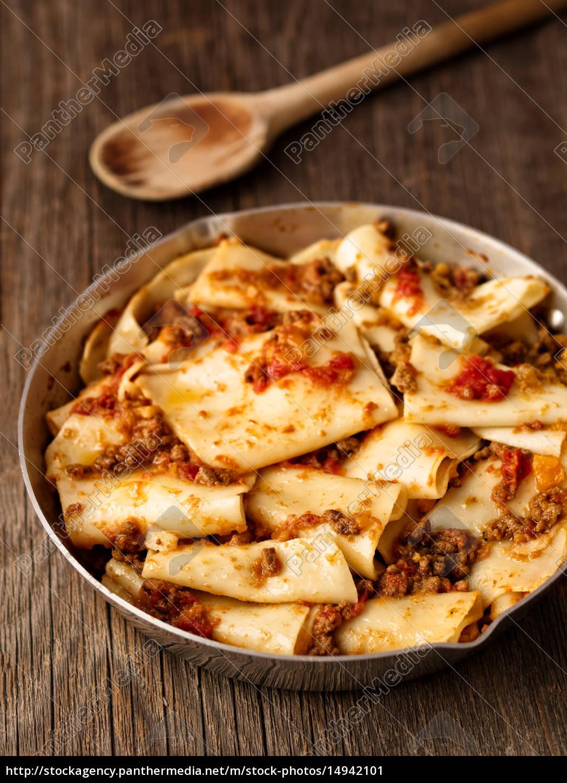 rustic, italian, pasta, in, ragu, sauce - 14942101