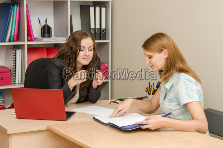 employee, reading, an, important, document, at - 14943421
