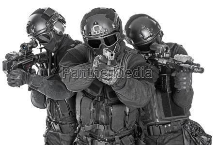 swat officers