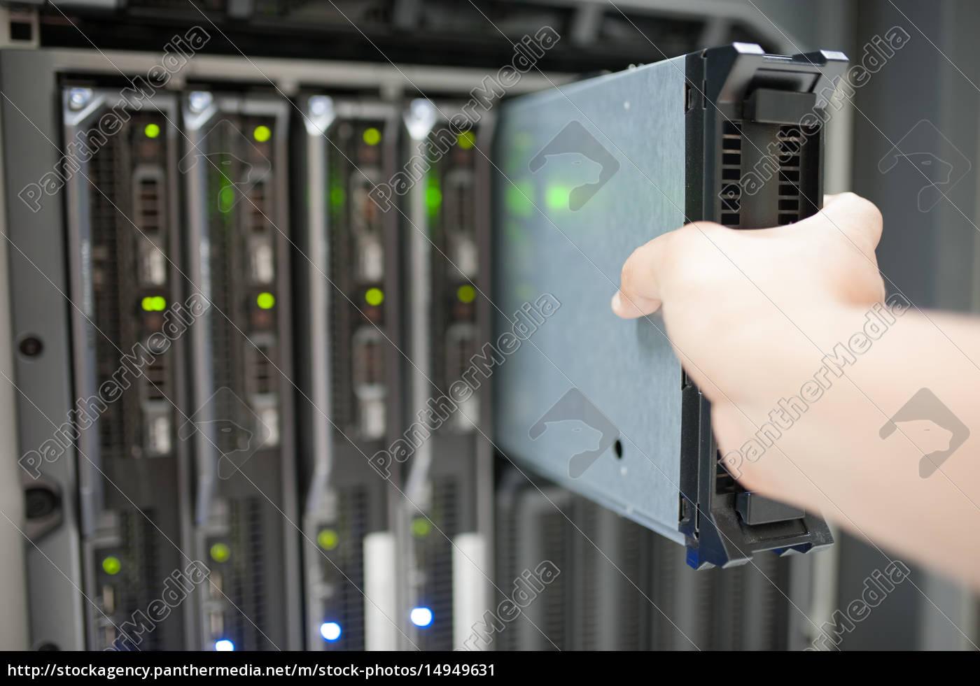 man, fix, server, network, in, data - 14949631