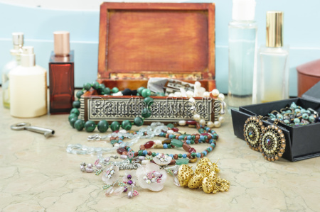 costume jewelry for woman