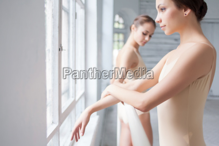 the two classic ballet dancers posing