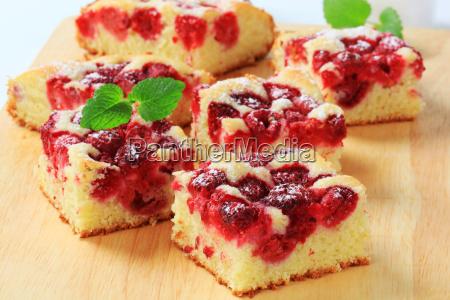 raspberry sponge cake slices
