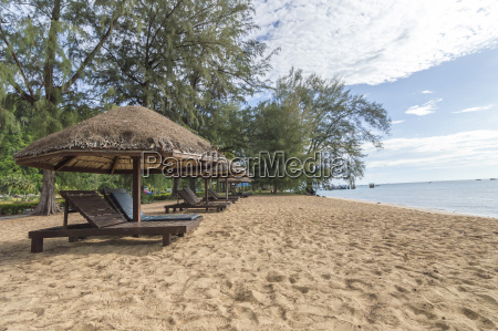 gazebo and lounge facing to beach