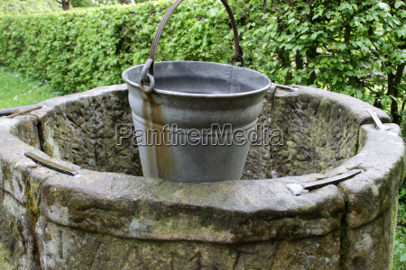 drawing fountain with bucket