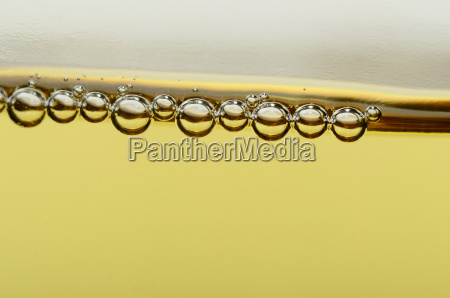 beads of champagne macro