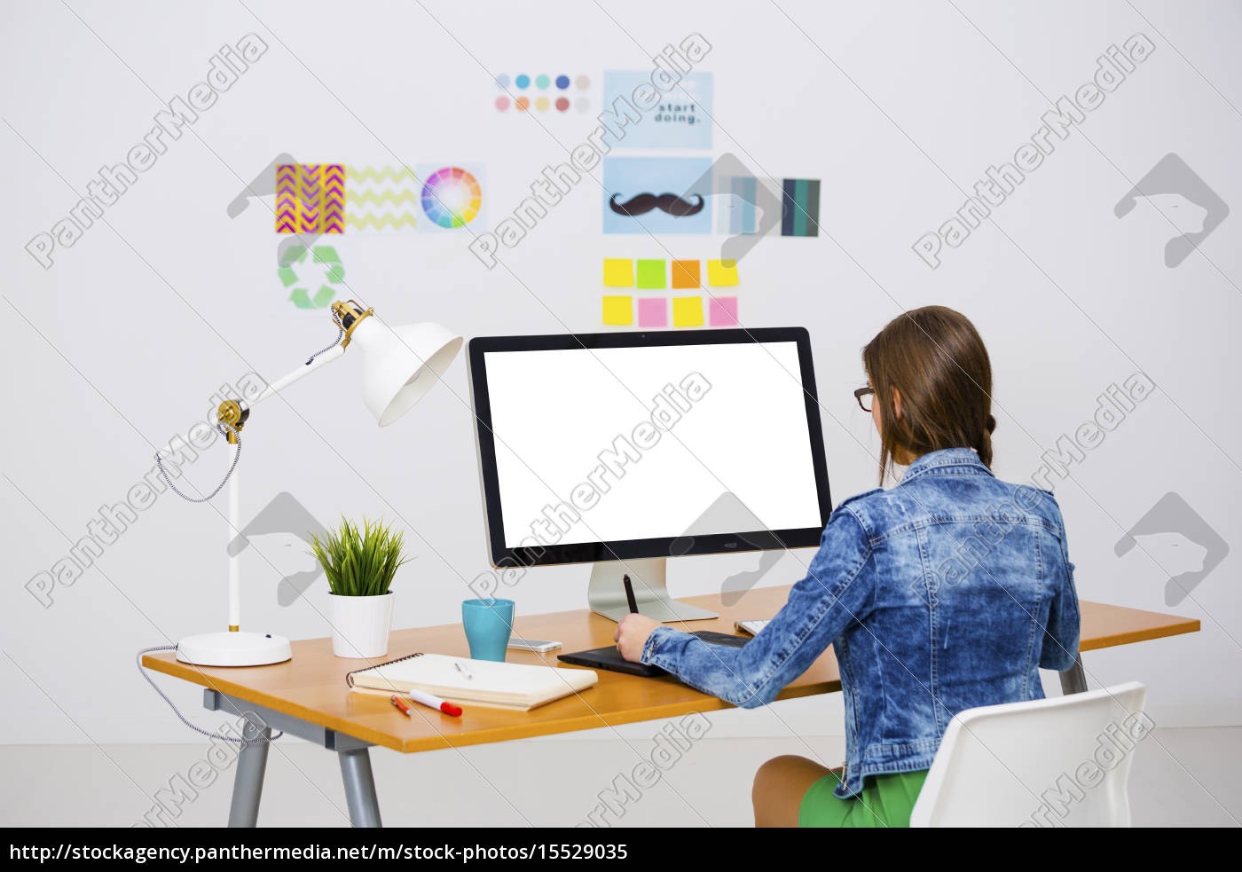 casual, businesswoman - 15529035