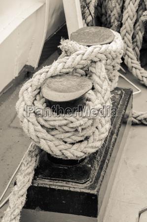rope tied to bollard sailboat