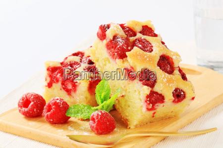 raspberry cake slices