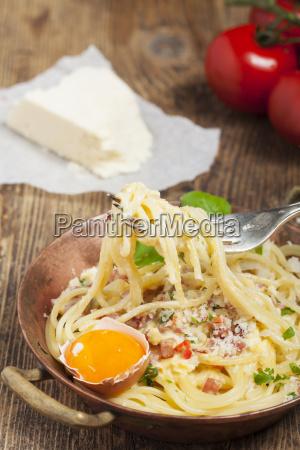 closeup of spaghetti carbonara