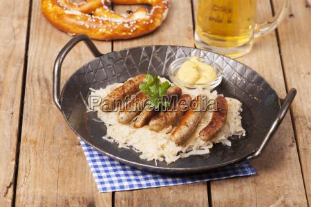 nuremberg sausages with sauerkraut