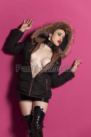 sexy frau in einen wintermantel