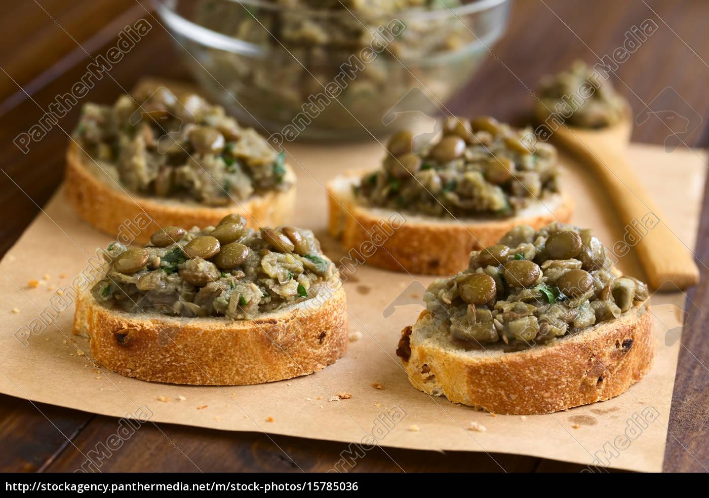 lentil, spread, on, bread - 15785036