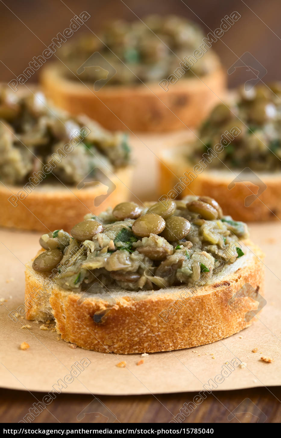 lentil, spread, on, bread - 15785040