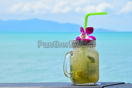 big, glass, of, mojito, with, orchid - 15789524