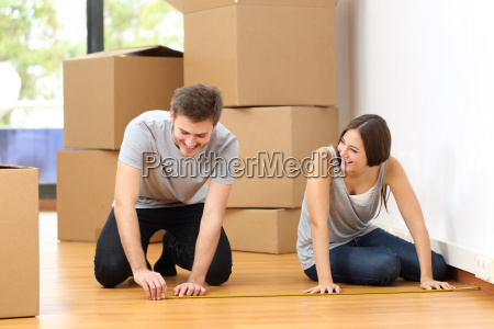 couple, moving, house, and, measuring - 15789320