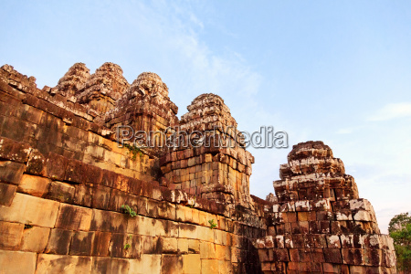 phnom bakheng in angkor wat cambodia