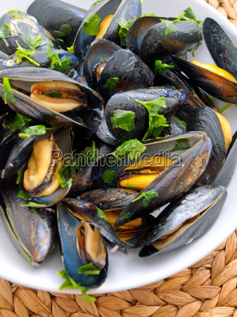 mussels, with, butter, and, fresh, herbs, mussels - 15793049