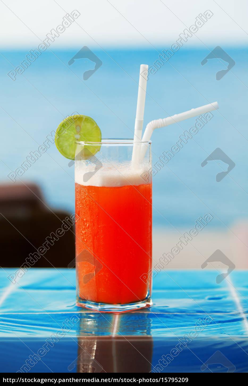 mai, thai, cocktail, at, the, pool, mai - 15795209