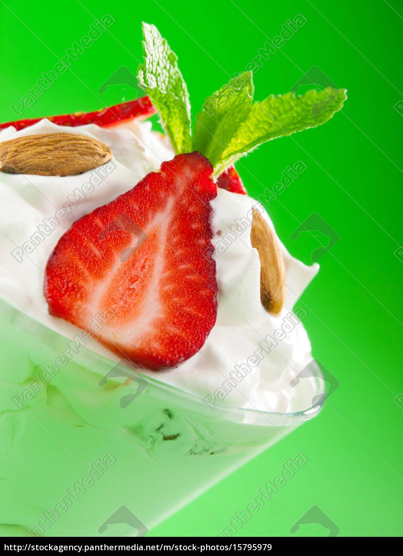 strawberry, cream, strawberry, cream, strawberry, cream, strawberry, cream - 15795979