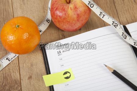 calendar, fruit - 15798155