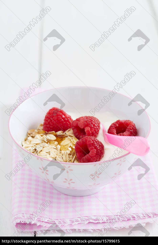 breakfast, cereal, with, raspberries - 15799615
