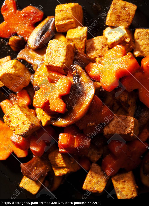 thai, tofu, with, carrots, and, mushrooms, thai - 15800971