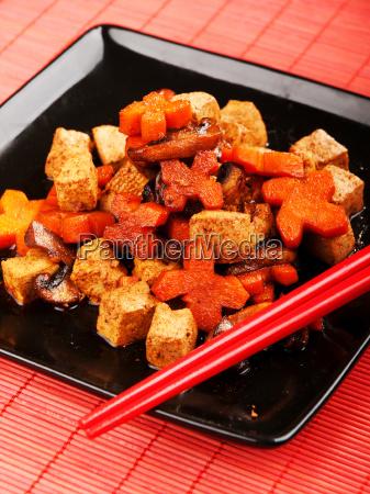 thai, tofu, with, carrots, and, mushrooms, thai - 15800977