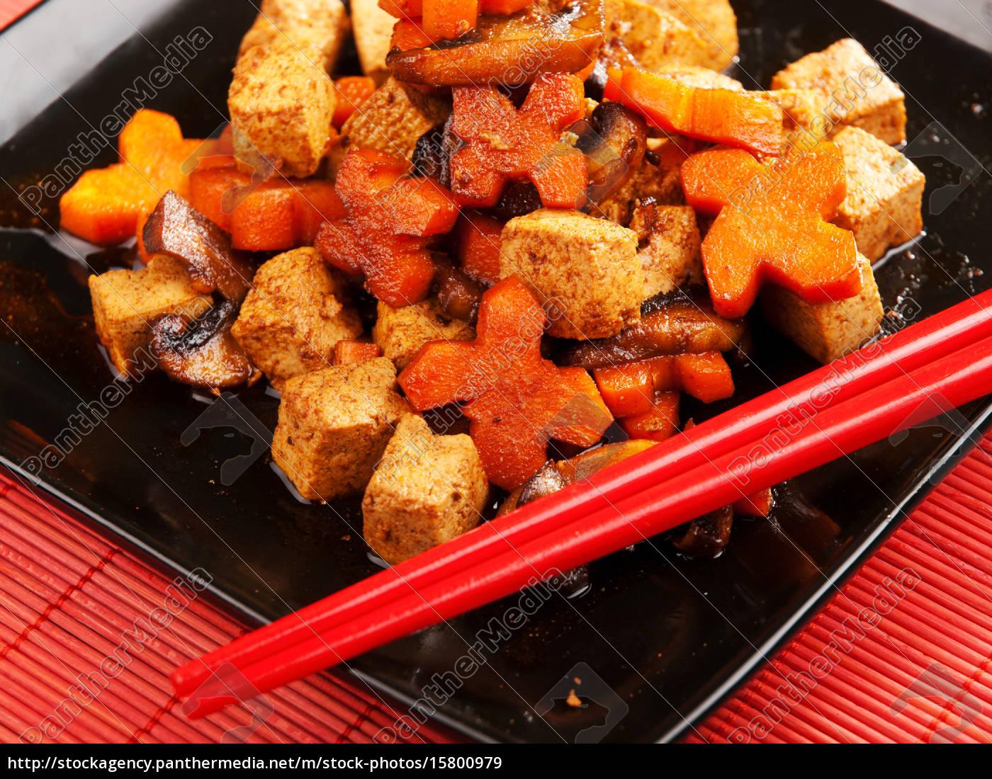 thai, tofu, with, carrots, and, mushrooms, thai - 15800979