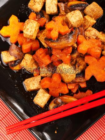 thai, tofu, with, carrots, and, mushrooms, thai - 15800983