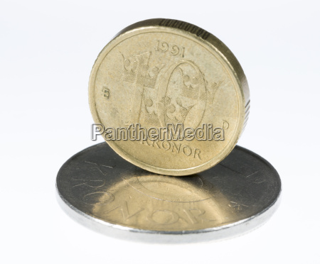 swedish 10 krona standing