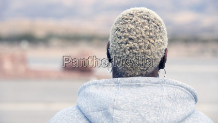 backside of an african blond woman