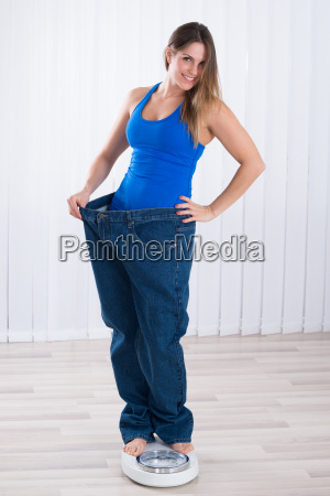 woman in oversized jeans standing on