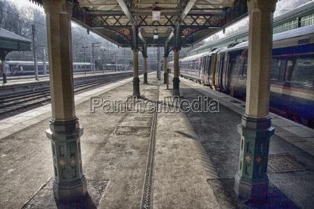 railway station platforms in edinburgh