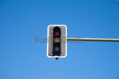 semaphore orange light on
