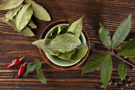 bay leaves spice and condiments wooden
