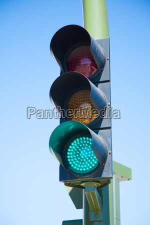 green light on semaphore