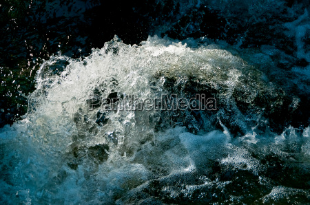 water splash or water or water